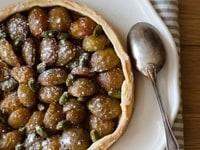 Tarte aux mirabelles, pistaches & pâte brisée à l'huile d'olive
