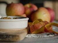 Crumble d'automne aux pommes, poires & raisins secs