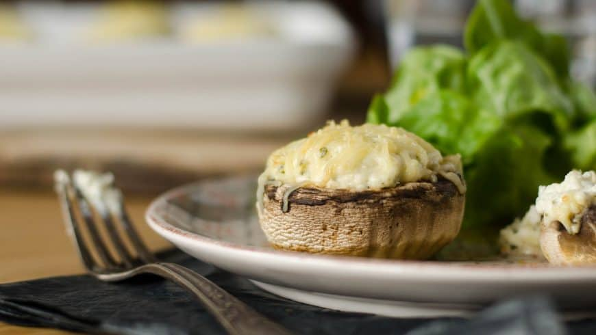 Champignons farcis au fromage ail et fines herbes (et même gratinés si on a envie!)