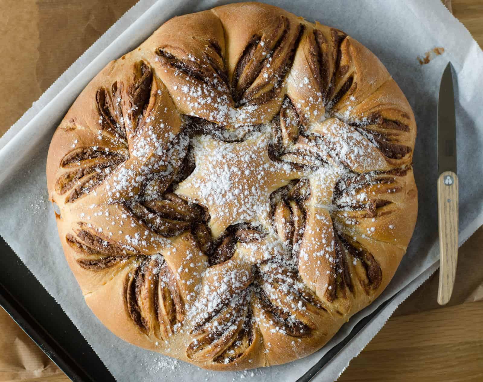 """Brioche """"étoile"""" à la pâte à tartiner"""