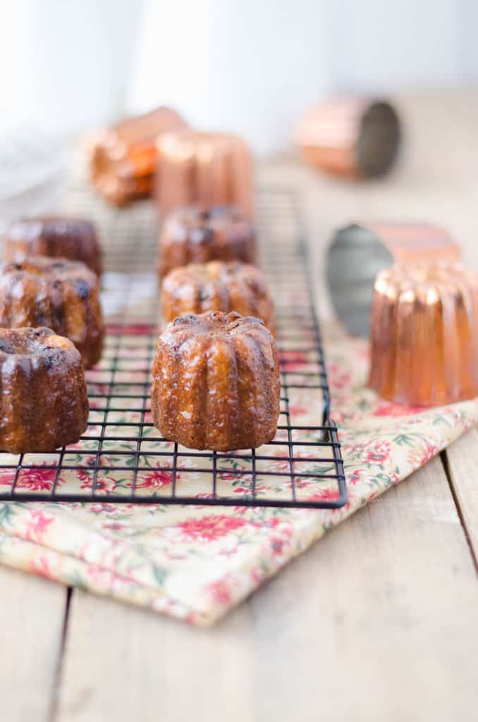 Cannelés rhum-raisins