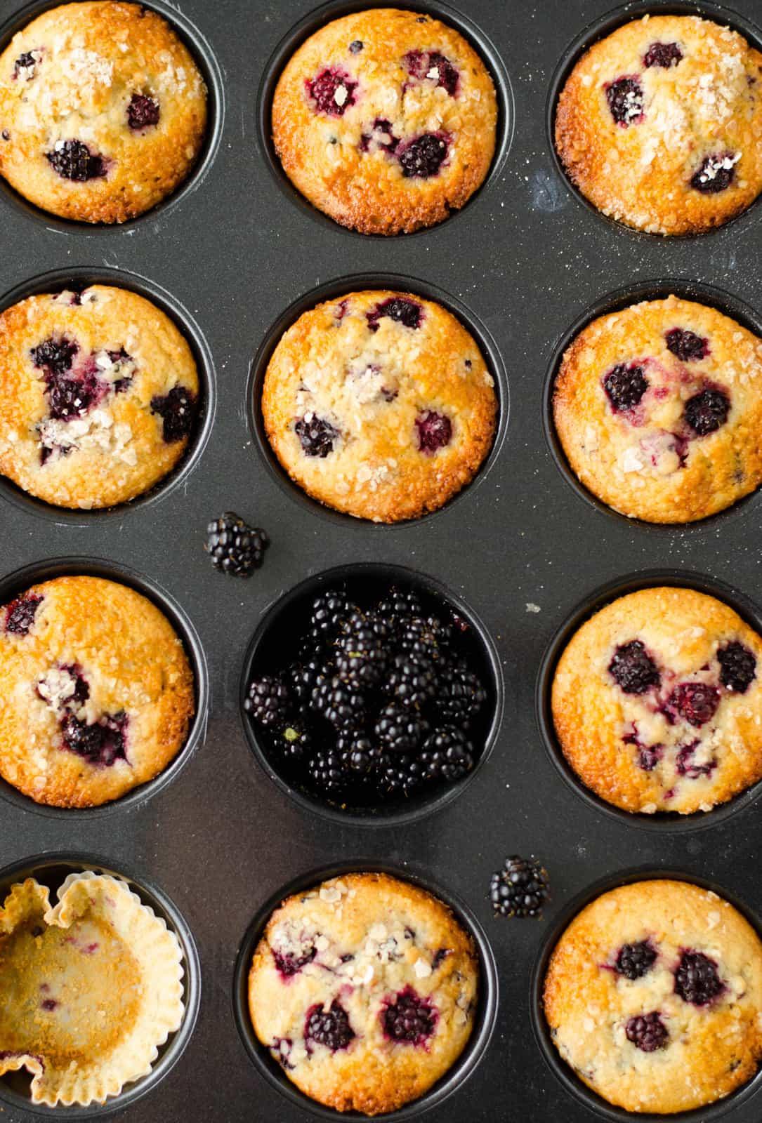 Muffins mûre-amande-flocons d'avoine