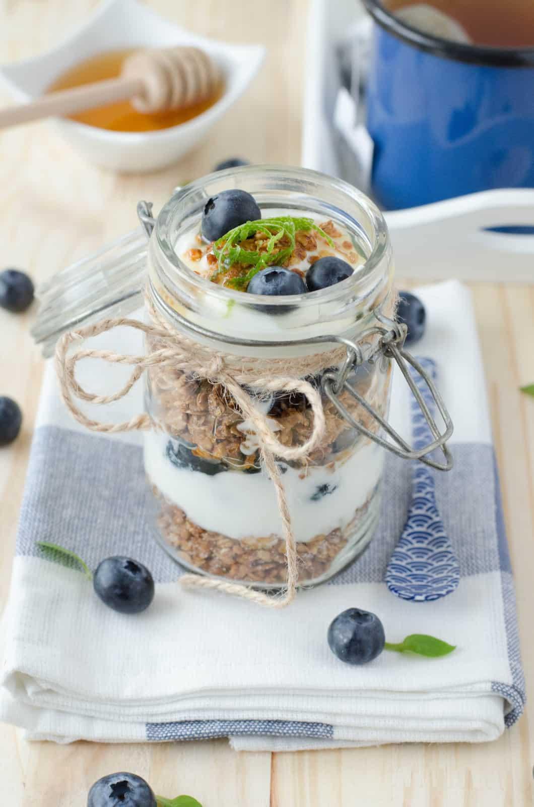 Granola aux myrtilles {in a jar!}