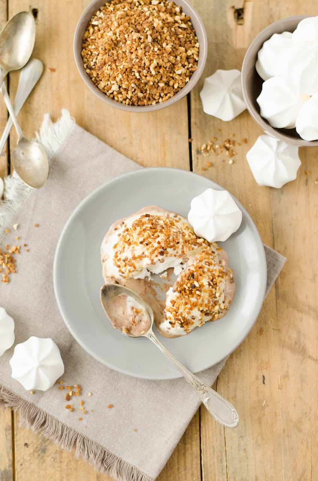 Mystères glacés vanille-praliné & coeur de meringue