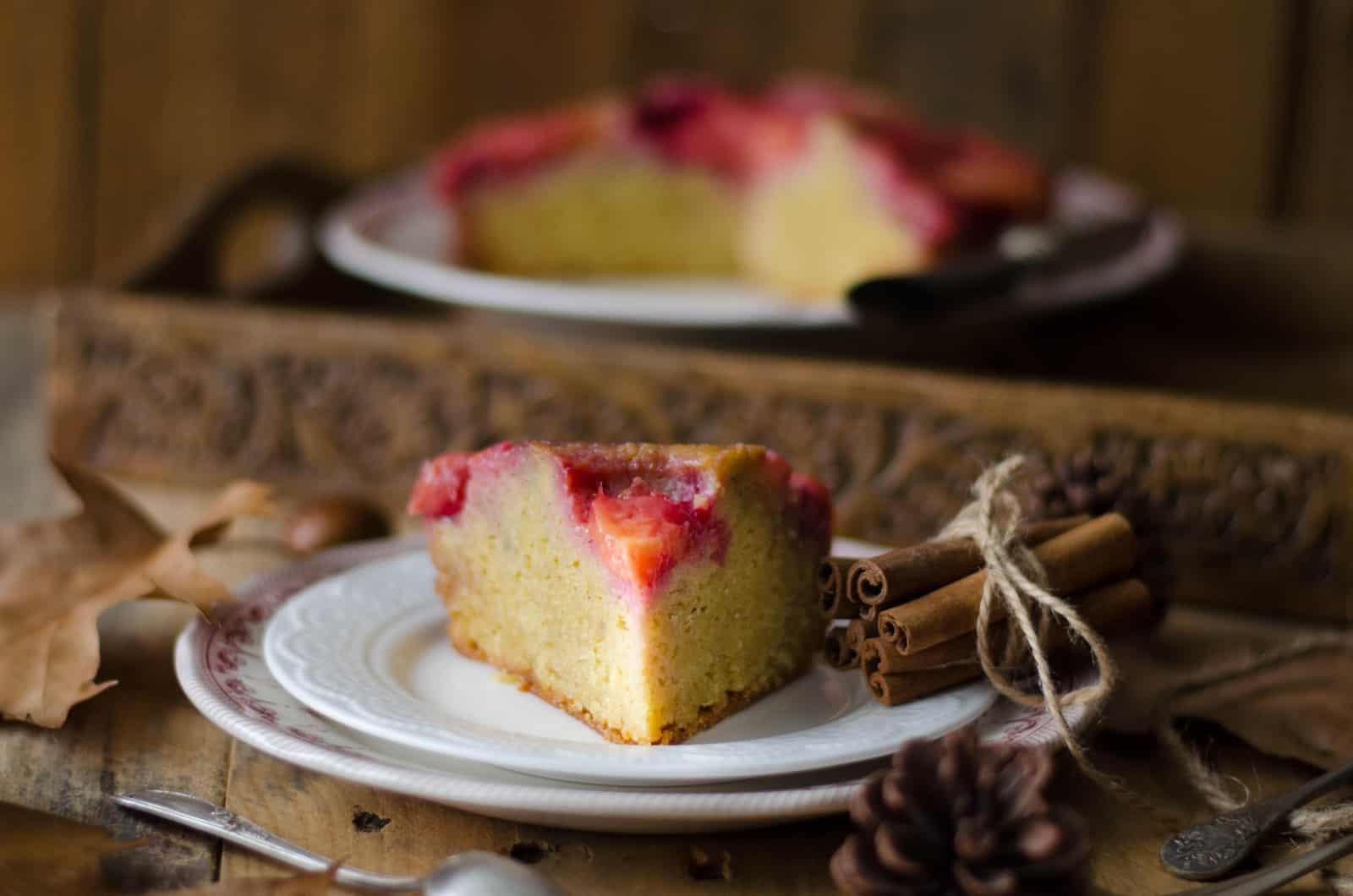 Gâteau renversé aux prunes rouges & aux épices
